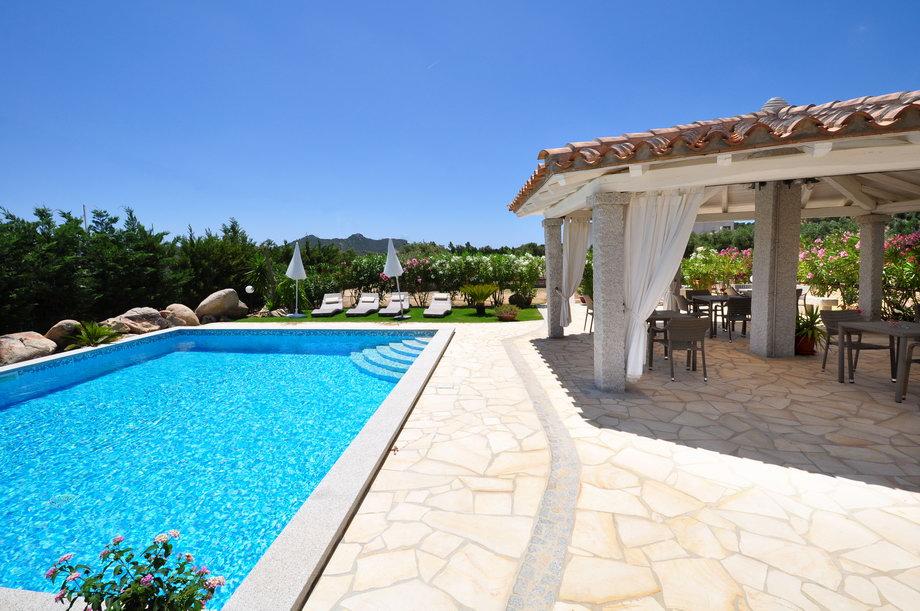 La piscina la villa dei graniti affittacamere for Disposizione del piano piscina